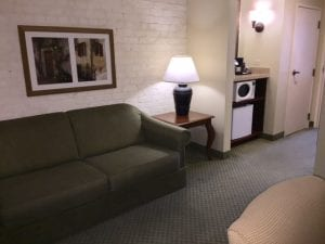 New Orleans Country Inn & Suites Living Room